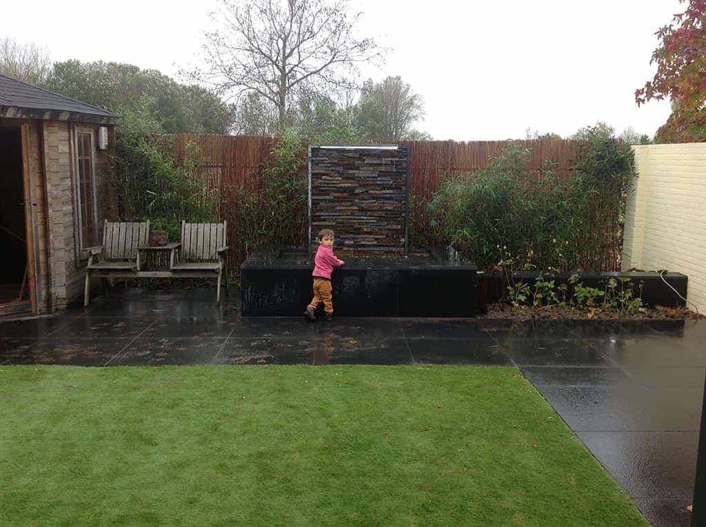 A van spelde hoveniers moderne strakke tuin in udenhout - Foto van het terras ...