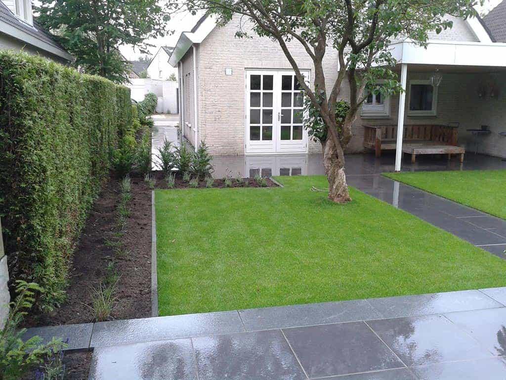 A van spelde hoveniers renovatie complete tuin tuinbestrating met keramische tegels - Foto van het terras ...