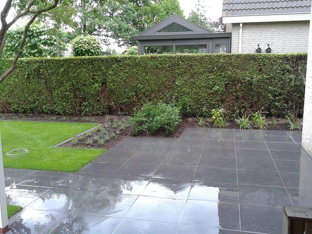 ... : Renovatie complete tuin., tuinbestrating met keramische tegels