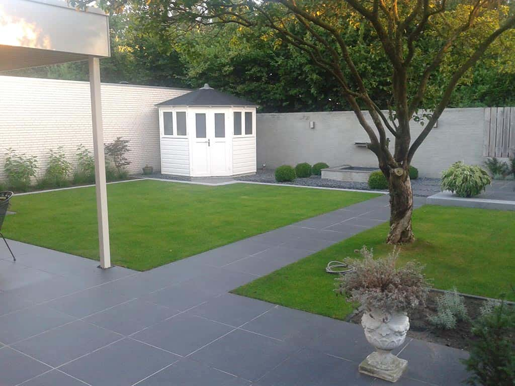 A van spelde hoveniers renovatie complete tuin tuinbestrating met keramische tegels - Foto buitenkant terras ...