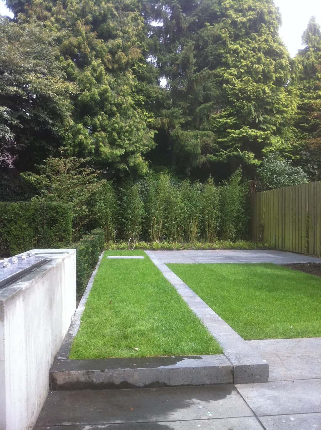 A van spelde hoveniers schellevis beton tegels gras en for Moderne tuin aanleggen