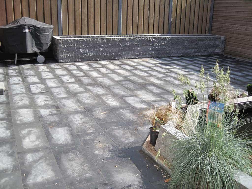 Grijze Tegels Buiten : A van spelde hoveniers: strakke tuin met natuusteen mustang 60*30*3