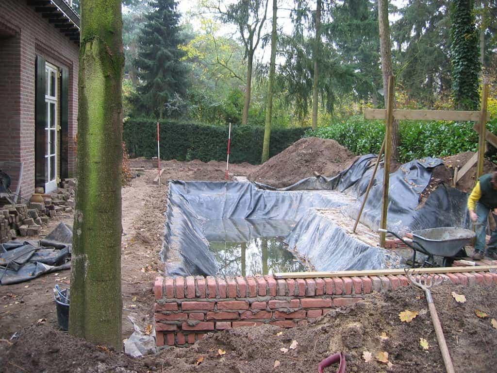 A van spelde hoveniers tuin aanleg met gemetselde muren in het water for Tuin decoratie met stenen