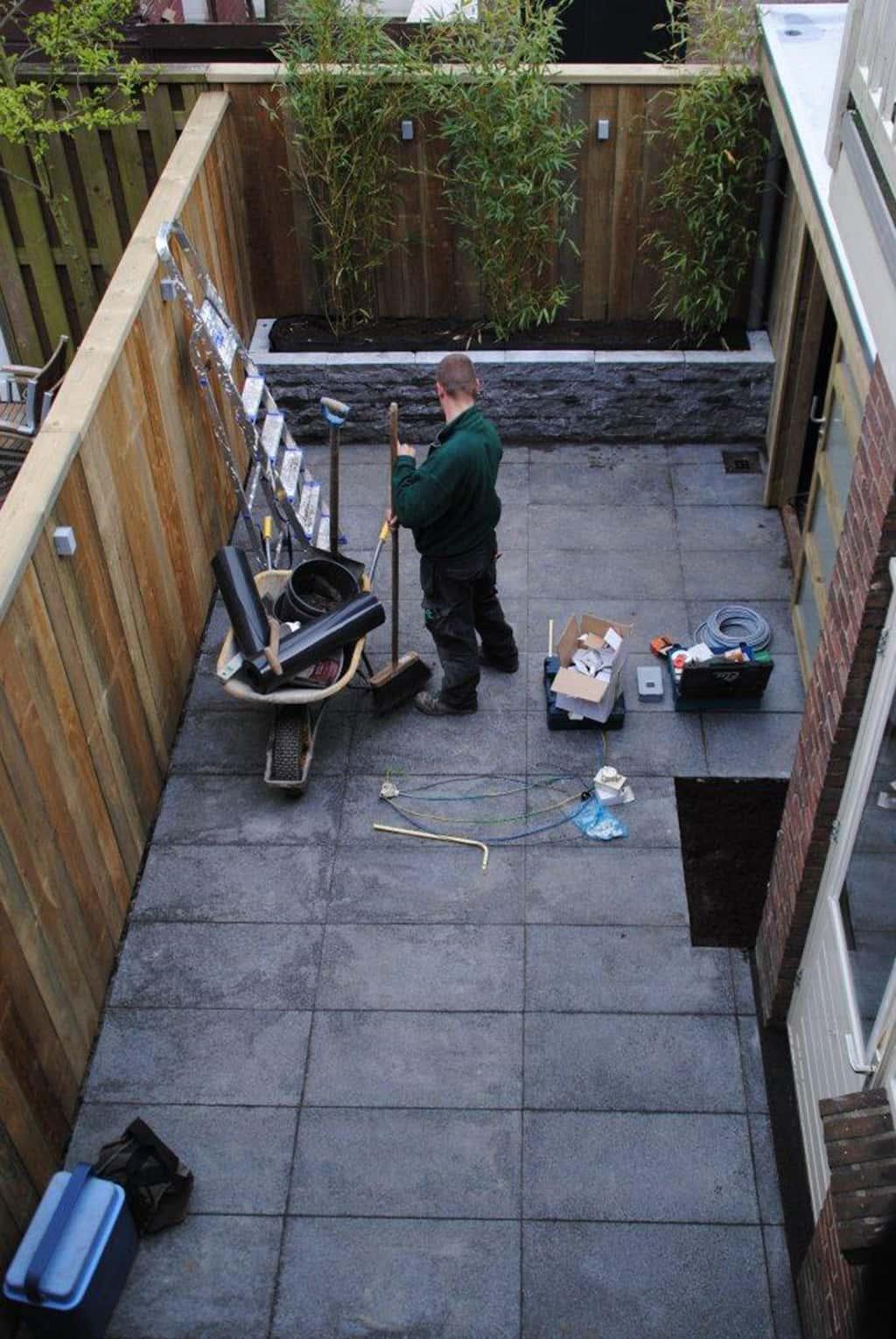 A van spelde hoveniers aanleg strakke tuin in utrecht for Bestrating kleine tuin