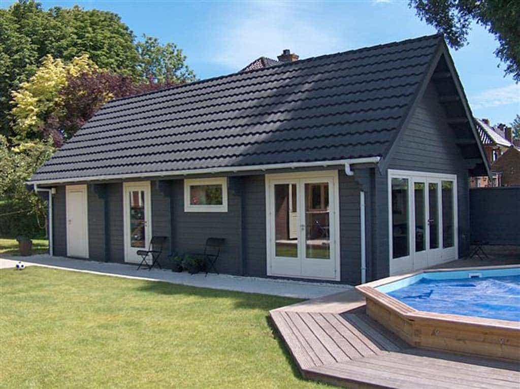 luxe tuinschuur met dakpannen, uitvoering groen geverde wanden met ...