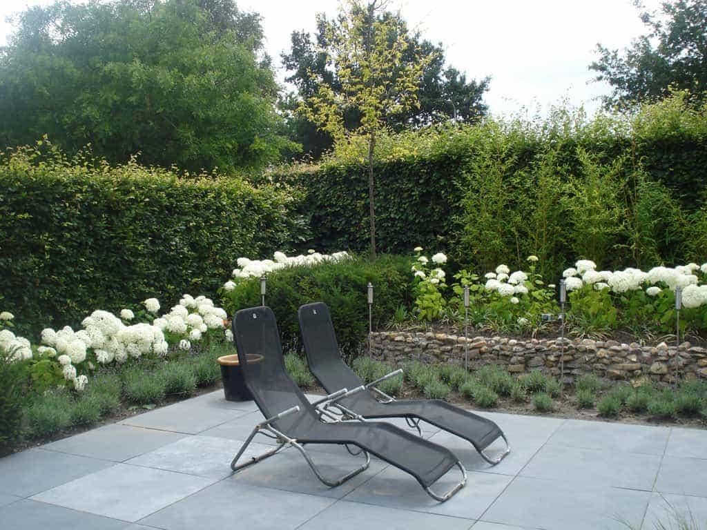A van spelde hoveniers natuursteen voor buiten in de tuin - Dek een terras met tegels ...